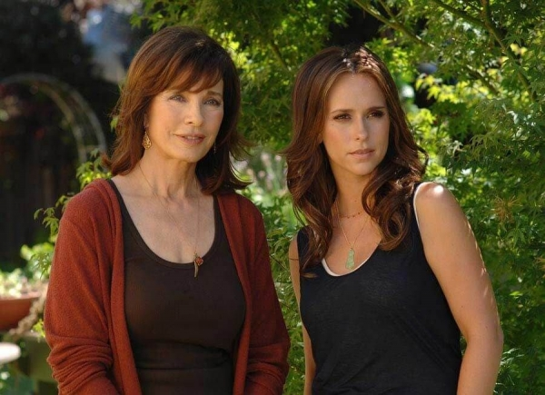 2794jennifer-love-hewitt-anne-archer-whost-whisperera